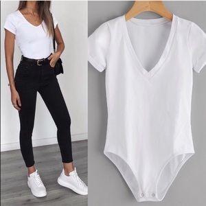 Tops - SHIA🖤 white v neck tee bodysuit rolled sleeves